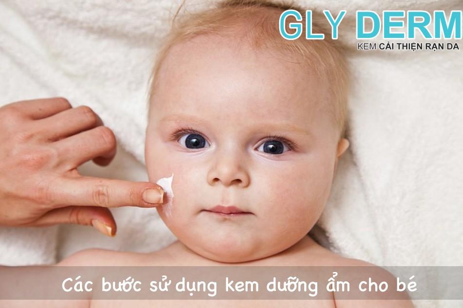 Các bước sử dụng kem dưỡng ẩm cho bé